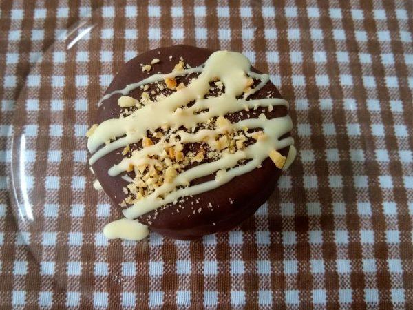 alfajor bañodo en chocolate negro